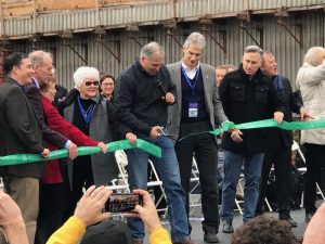 governor Inslee cutting the ribbon at the tunnel opening ceremony